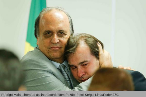 Rodrigo Maia, chora ao assinar acordo com Pezão. Foto- Sergio LimaPoder 360.
