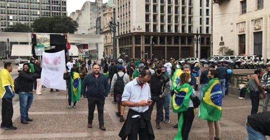 """Gatos Pingados"" pró Bolsonaro no viaduto do chá"