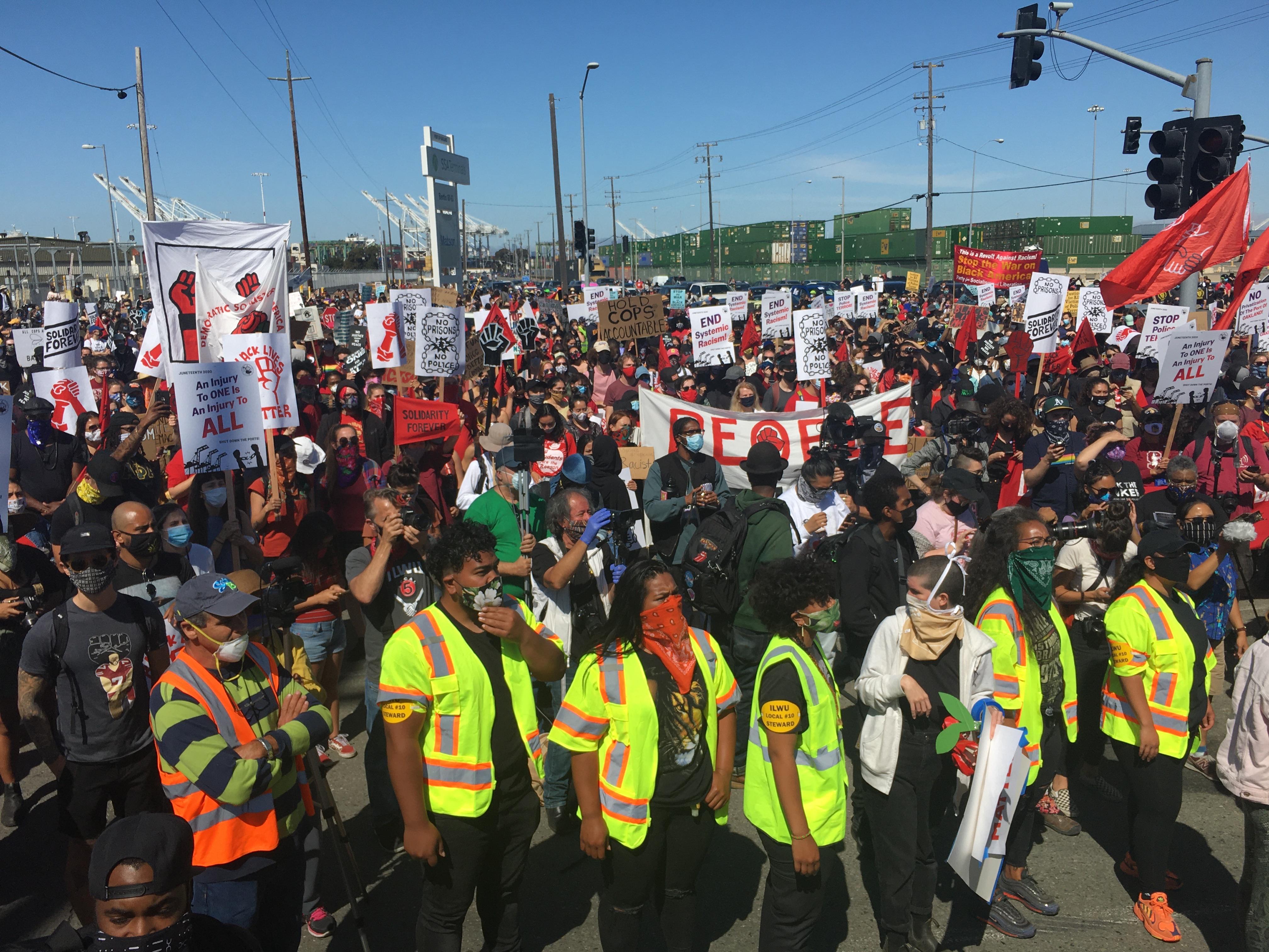 Manifestação em Oakland, Portuários de colete.