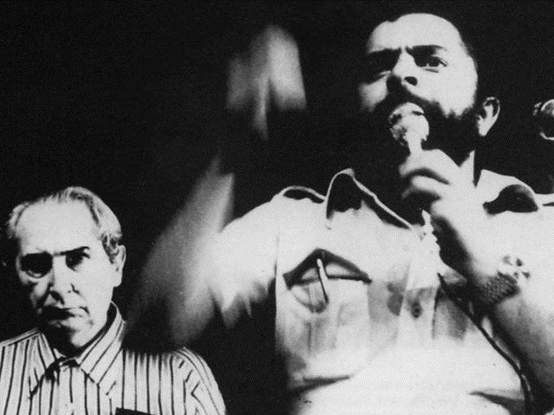 Lula discursa com Mário Pedrosa ao fundo, filiado n°1 do PT