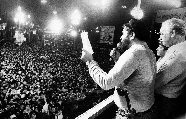 Lula, na Sé, fala no ato pelas Diretas Já