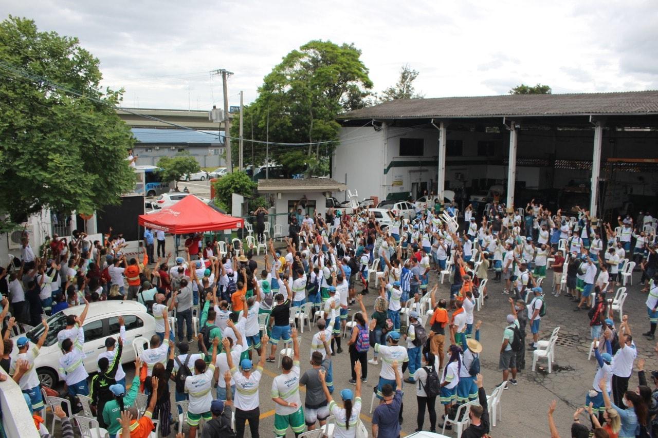Trabalhadores votam pela greve em Assembleia da COMCAP