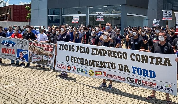 ford-manifesto-protesto-sindicatodosmetalurgico-1-750x440